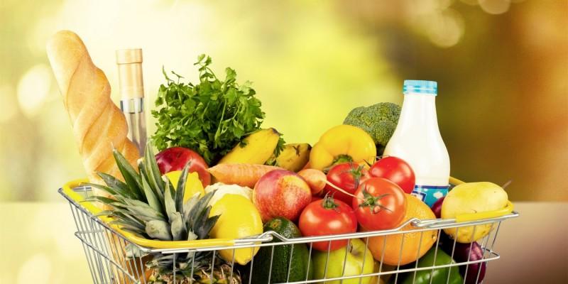 Frische Lebensmittel beim Wocheneinkauf